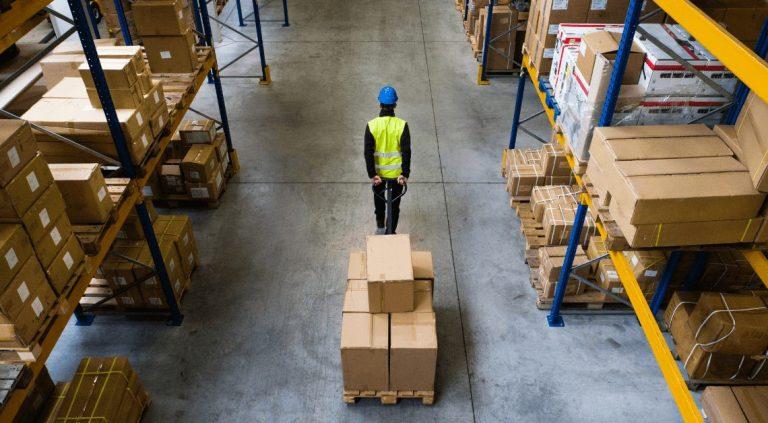 Logistik-Arbeiter im Lager